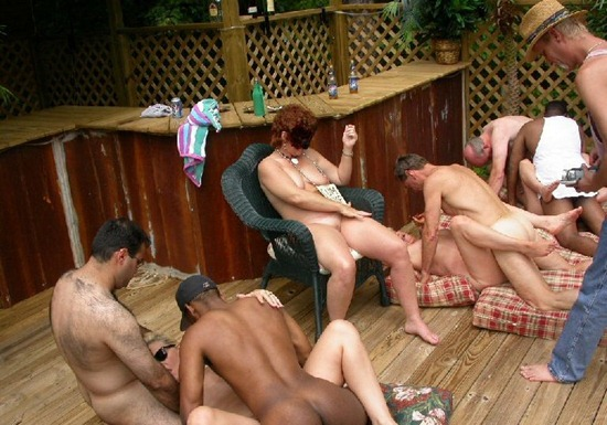 crazy-outdoor-orgy